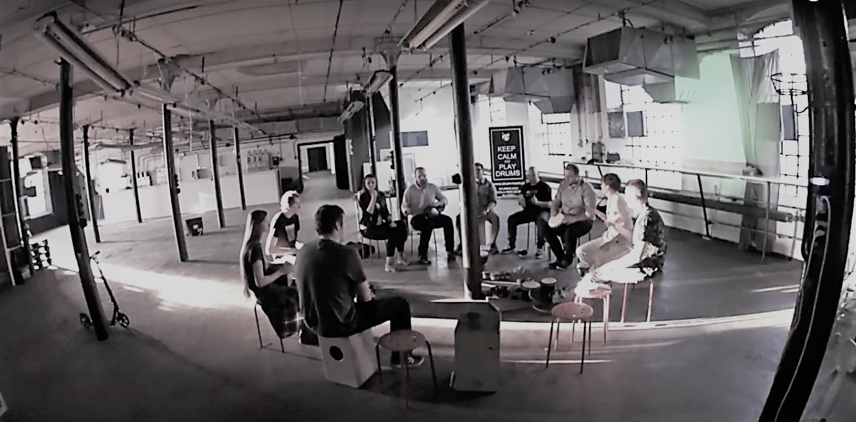 przestrzen-w-brzmieniu-warsztaty-muzyczne-muzykoterapia-lodz-drum-room